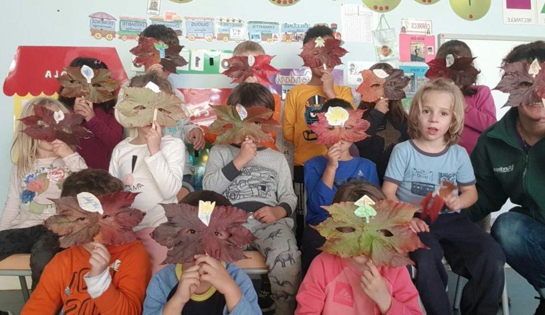 Taller de màscares amb fulles de la tardor. Súper originals!!!