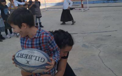 Una ex jugadora de rugby ens fa una mostra d'aquest esport amb 1r  i 2n